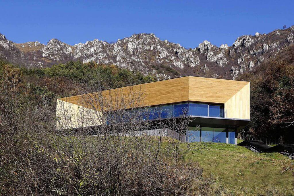 Accoya wood luxury house in the mountains